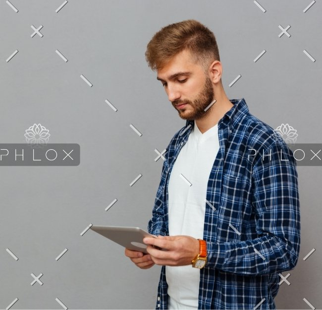 portrait-of-a-man-using-tablet-computer-PCDLD3R
